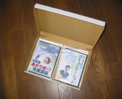 箱に入った2枚のDVD
